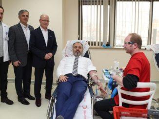 Kızılay bursa şubesi başkanı davut gürkan çağrısı ve alinur aktaş kan bağışı